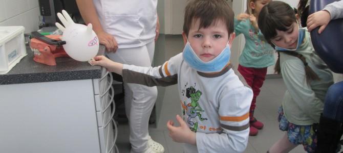 Besuch der Zahnarztpraxis